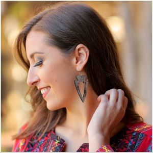 Jewelry - Silver/Black Arrowhead Earrings